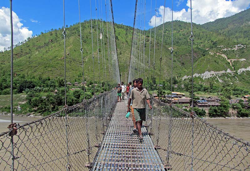 Roads and trails in Solukhumbu