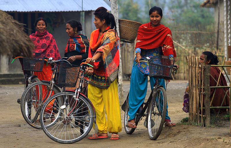 local-tharu-women-barauli