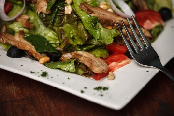 stir-fried-chicken-salad-revolution-cafe