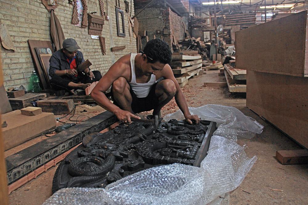 Nepalische Holzschnitz-Tradition am Leben erhalten