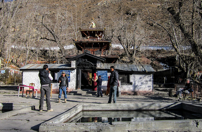 https://www.insidehimalayas.com/wp-content/uploads/2017/04/Muktinath-Temple.jpg