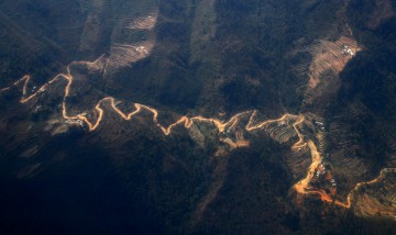 The way to Lukla as seen by air. Photo: Guillaume Baviere / Flickr