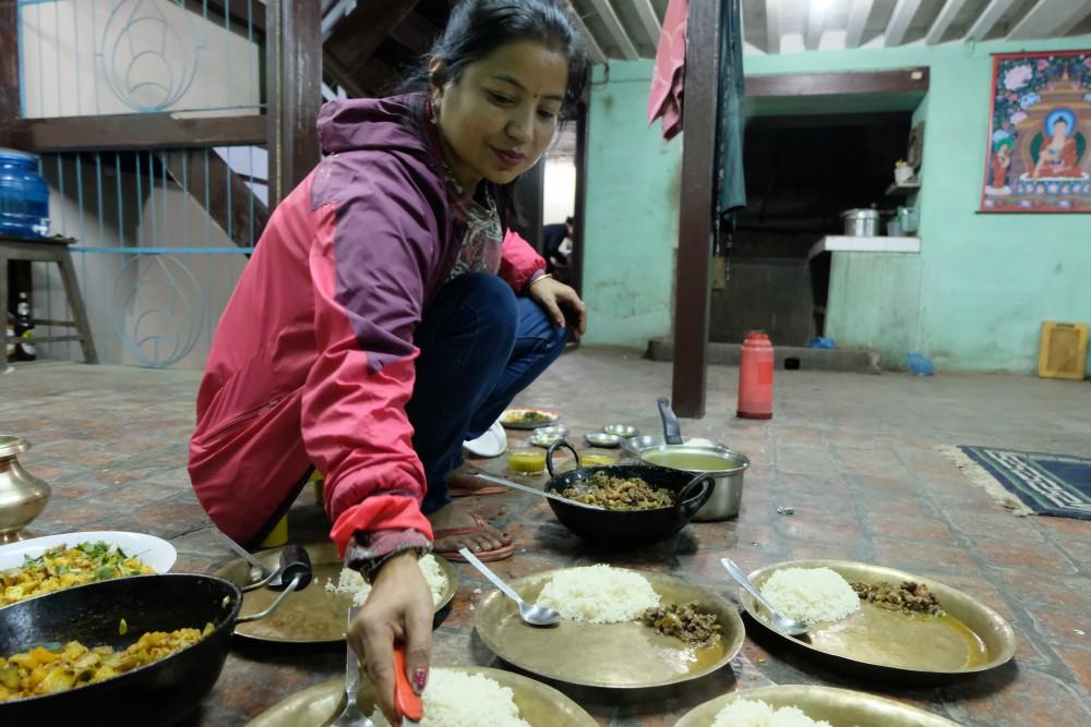Cuisiner des plats népalais au sein du Patan Community Homestay