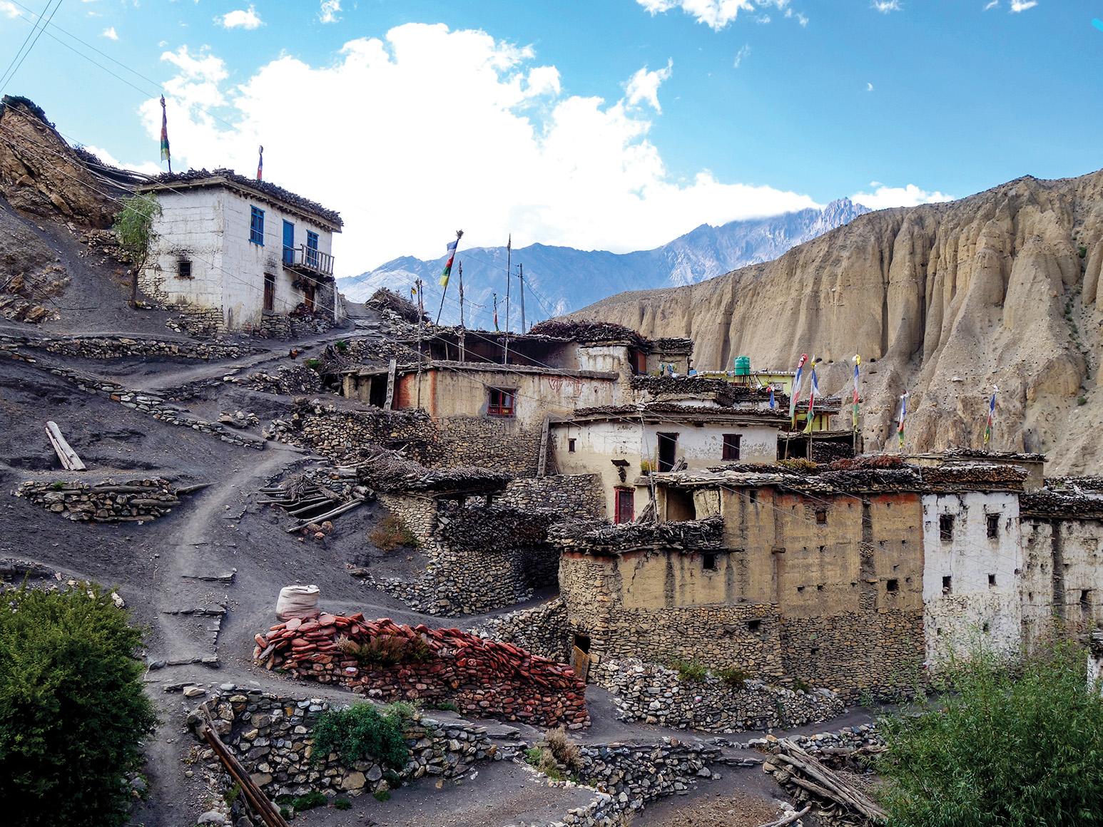 Lubra, El Pueblo Escondido de Bon en Lower Mustang